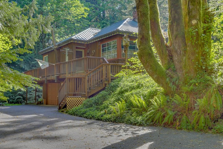 Secluded waterfront home w/ private hot tub & a large deck in a tranquil setting