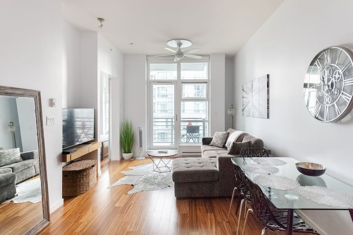 Yaletown Condo In Secure Building with Parking!