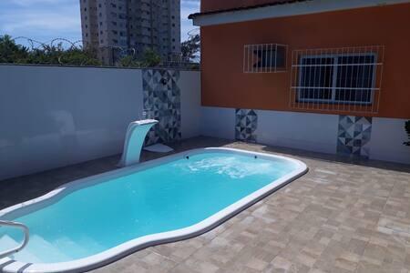Casa aconchegante com piscina próximo à Praia !