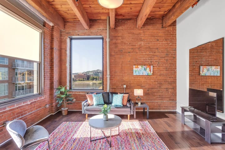 Eclectic 1BR Apt in Pittsburgh's Cultural District
