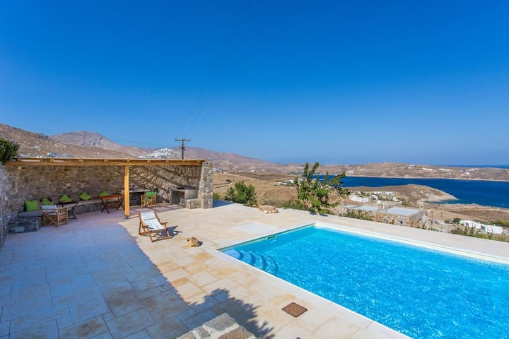 Large 7-Bdrm Stone Villa with Pool