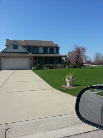 Lake Erie House Room for Relocating Professionals - Frenchtown Charter Township