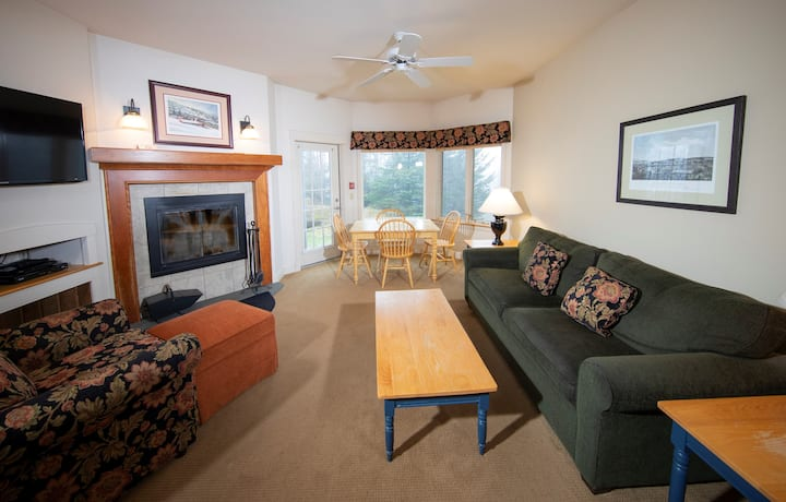 Cozy Suite with Ski-in/Ski-Out Access   Hot Tubs, Sauna, Pool and More on-site!