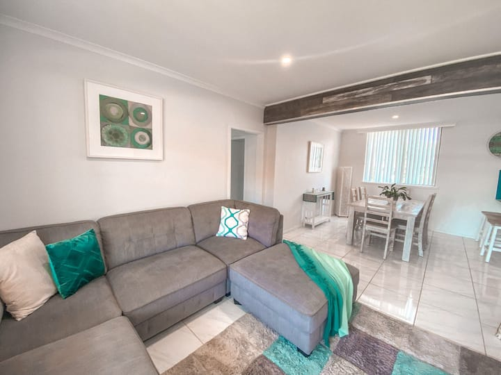 Carinya Two - modern apartment centrally located