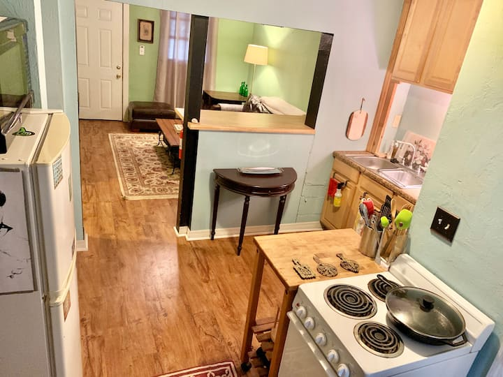 Quaint Apt Just Off of Gaines Street, Near Stadium