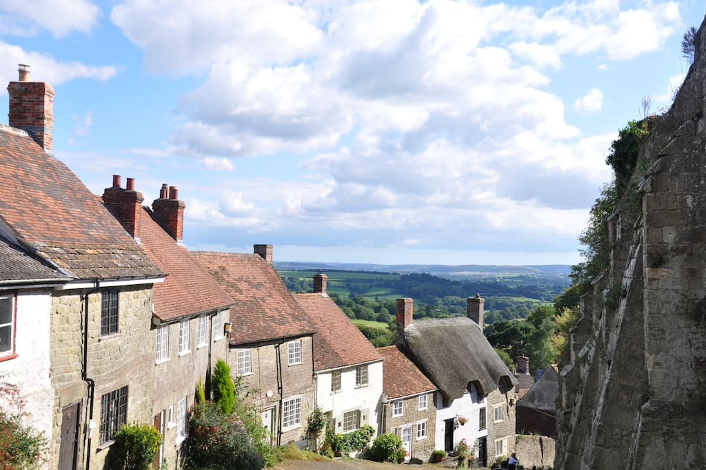 Updown Cottage on Gold Hill with views over the Blackmore Vale into 3 counties - Dorset, Somerset and Wiltshire