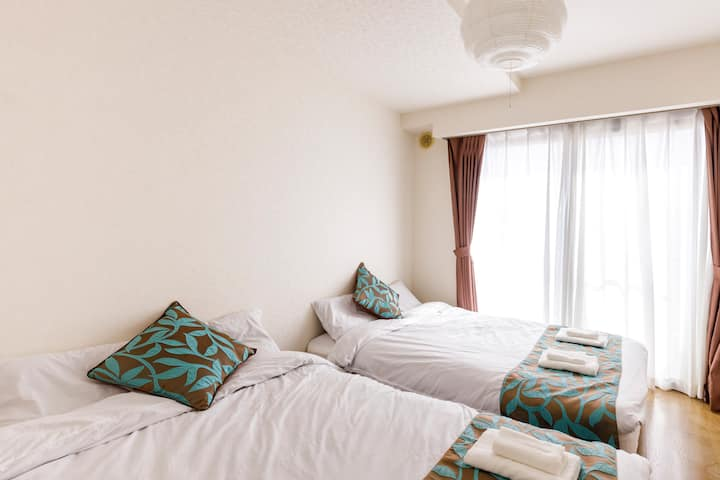 Ocean-facing BIG apt in Atami for up to 14 people!