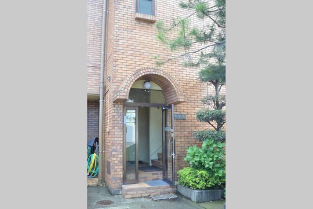 Shunki Bldg 建物入り口 entrance