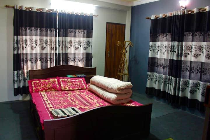Beautiful Cozy Kathmandu home - private room/bath.