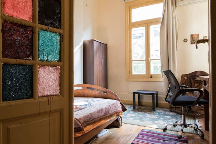 Sunny Bedroom In The Heart Of Downtown Cairo