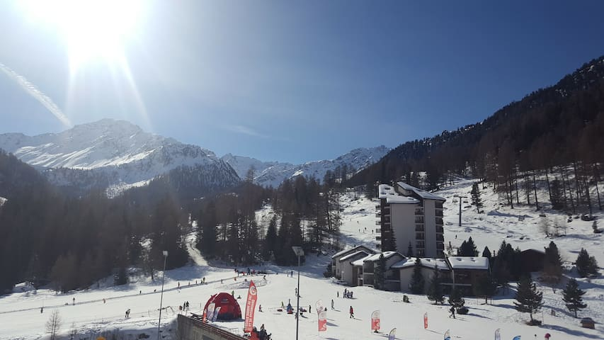 Newly refurbished studio at heart of the 4 Vallees