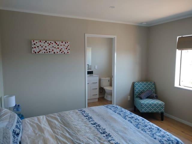 Entire house (One Bedroom) 双人房,整屋使用空间