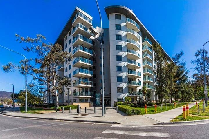 Avenue Apartment - 2br, free car space & netflix