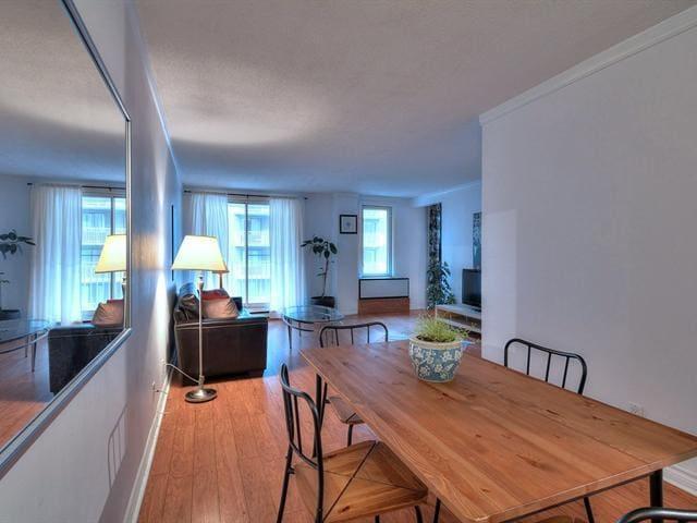 Amazing 1bdr +den condo prime location downtown - Montreal - Apartamento
