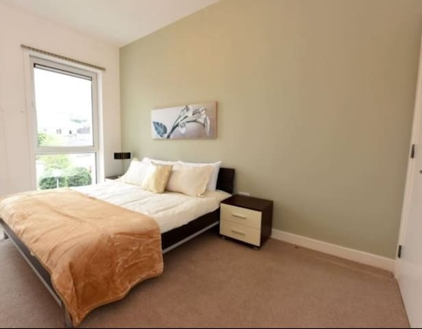 Double bedroom with ensuite in Cork city centre.