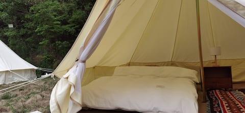 山谷里野宿 帐篷露营地