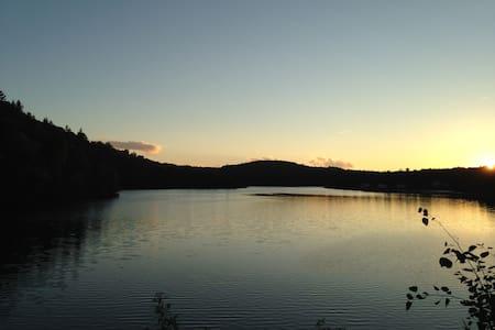 Chalet en bois rond en pleine nature - Shawinigan - Lomamökki