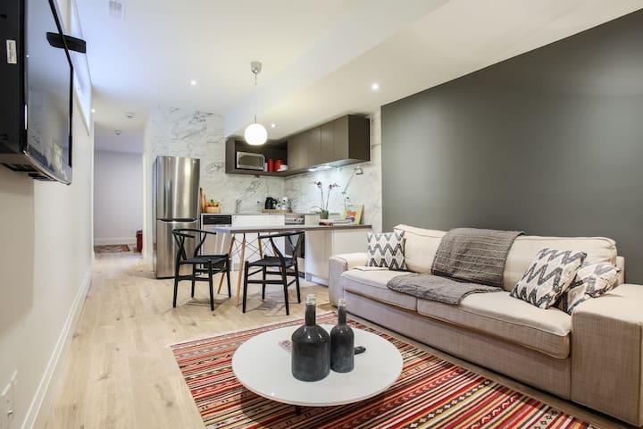 Centrally located clean modern Apartment westboro. - Ottawa - Huoneisto
