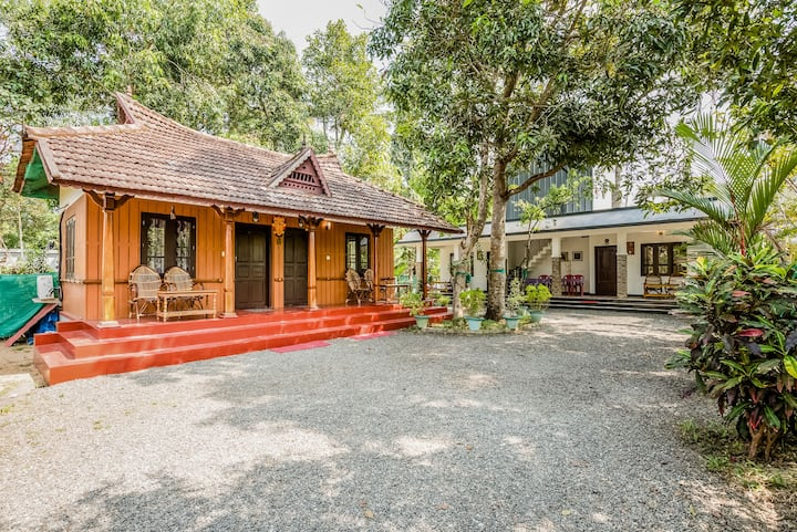 Independent Two-Bedroom Cottage 150 mtrs to Beach