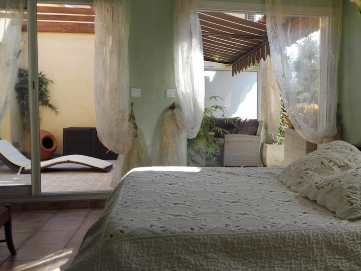 Chambre Bambou-Suite-Deluxe-Private Bathroom-Garden View