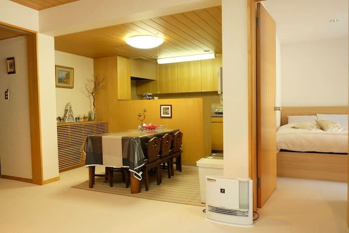 スペシャルな時間を箱根湯本で・・別荘貸切り天然温泉付き源泉掛け流し 小学生以下はチャ-ジはしません。