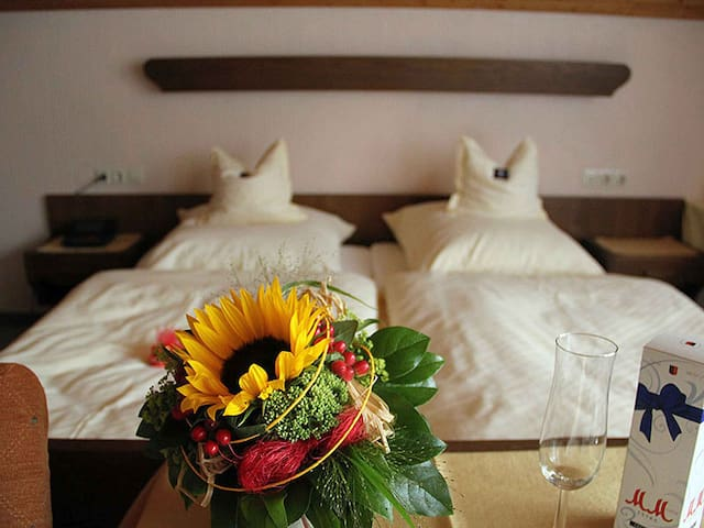 Aparthaus Schönblick, (Enzklösterle), Doppelzimmer mit Dusche und WC