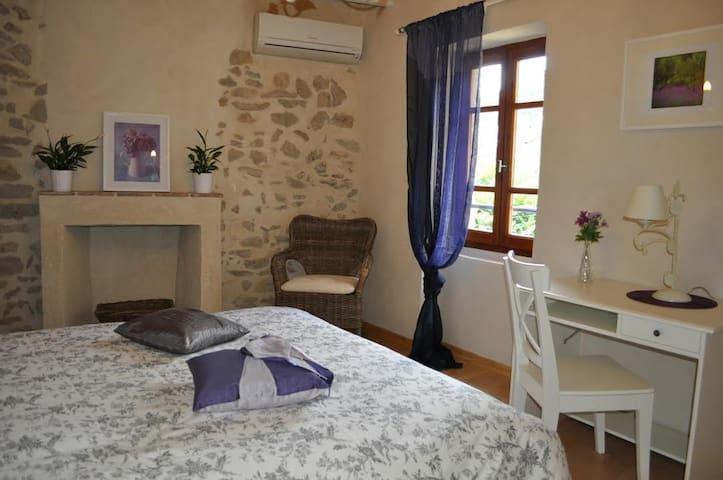 La petite maison d'Aglaé à St Montan (Sud Ardèche)