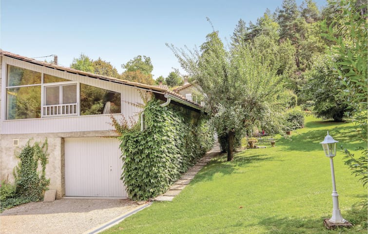 Semi-Detached with 1 room on 60m² in Charens
