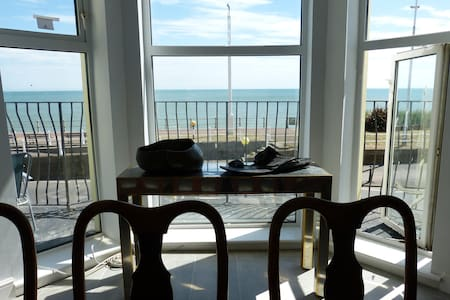 * Sea View * Stylish * Love * St. Leonards *
