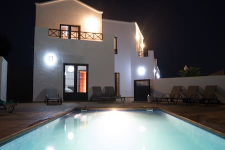 Luxury villa, heated swimming pool,  Great views - Nazaret - Villa