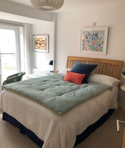 Immaculate double room with en suite in Chichester