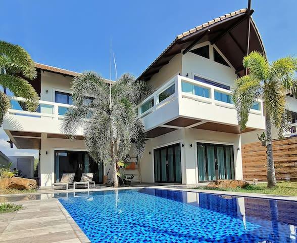 Resona Pool Villa by Aonanta Group, 6 Persons