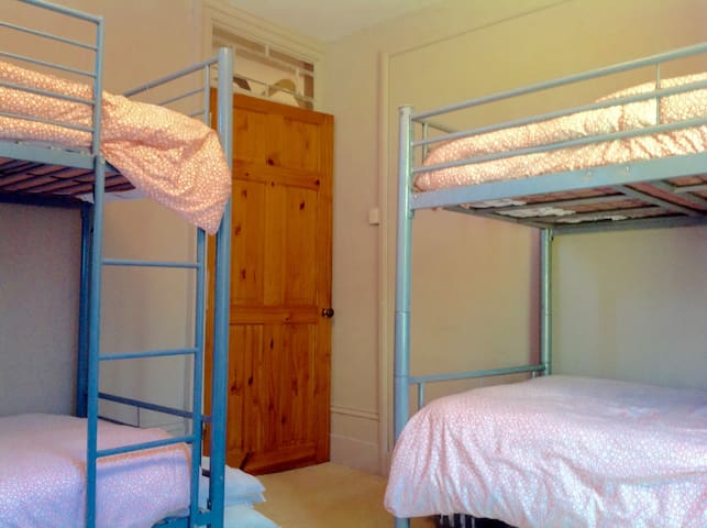 Windmill House room with 4 beds (2 x bunk bed)