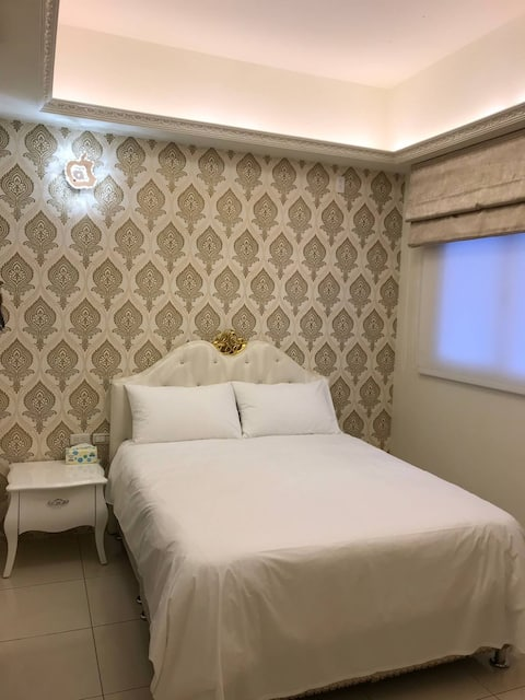 Chambre avec deux lits et étoiles