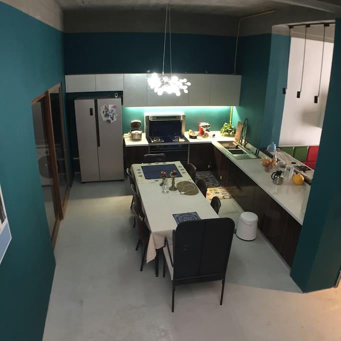 一楼厨房和餐厅