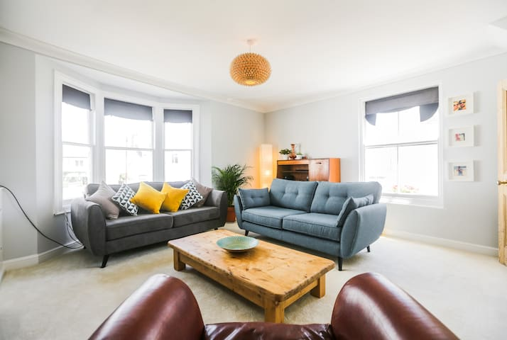 Large charming 2 bed close to beach - Brighton - Appartement