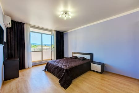 Уютная квартира (47 кв.м.) в 200 метрах от пляжа! - Divnomorskoye - Pis