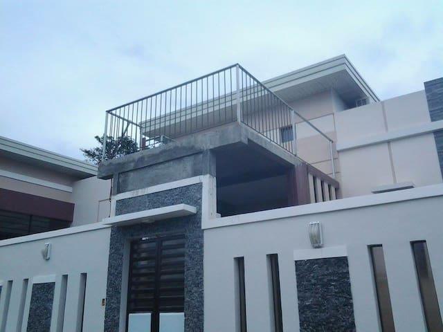 Modern splendid with Wi Fi - Tagaytay - House