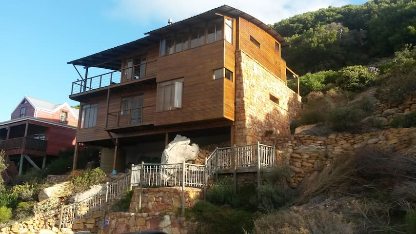 Comfortable hillside house near glencairn beach