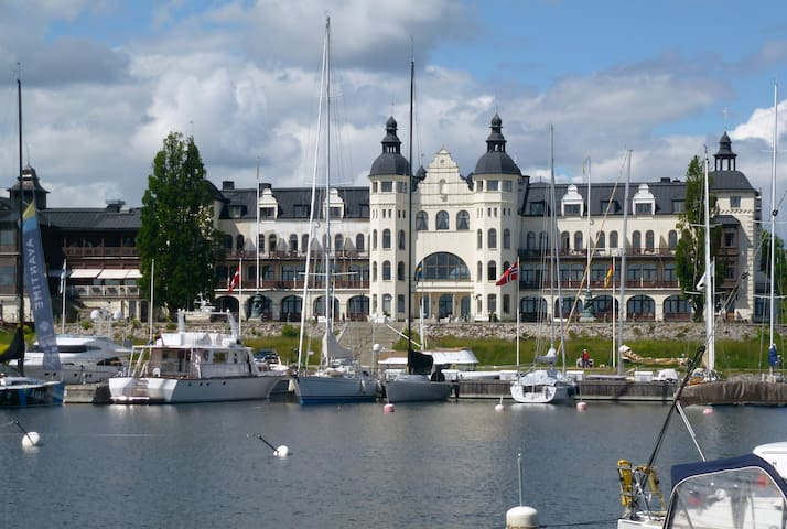 Appartment in Saltsjöbaden (near seaside) - Saltsjöbaden - Leilighet
