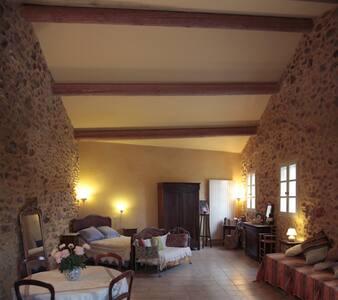 ancienne magnanerie à Roussillon en Provence