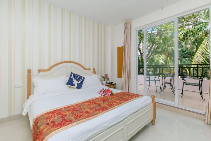标准双人床卧室(24小热水、超大阳台、独立网络账号超快)