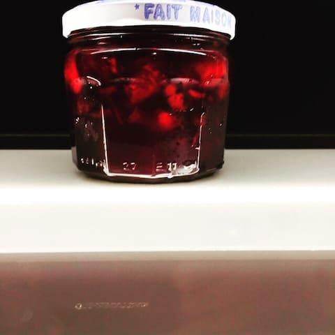 Home made jam from our cherry trees. Confiture fait maison du nos arbre des cerises.