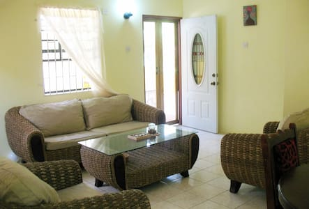 Comfort Stay: 2 bedroom apartment - 8 mins to town - Mount Helicon