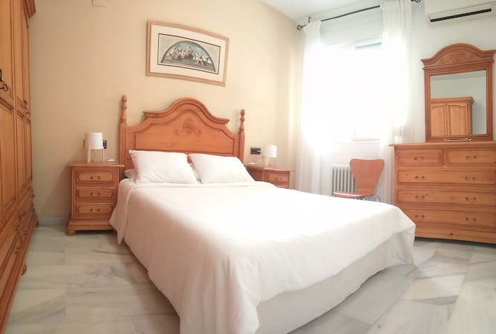 Cosy apartment near city centre with pvt. parking