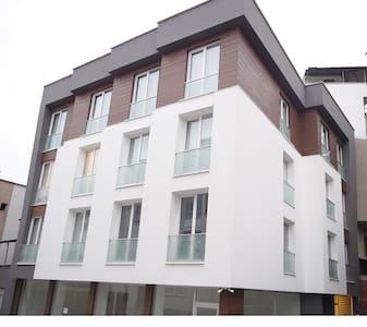 Central VIP Apartments Standart 1+1 - Trabzon Merkez - 连栋住宅