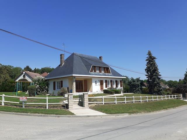 Maison de campagne entière avec vue et calme