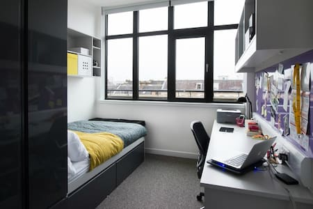 Accommodation with private bedroom - Glasgow
