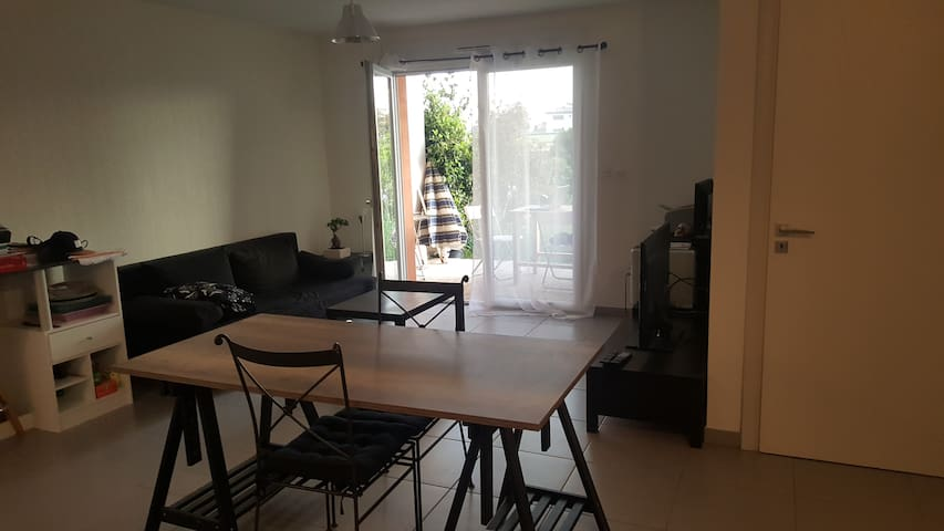 Appartement avec grand jardin tout confort - Saleilles - Byt