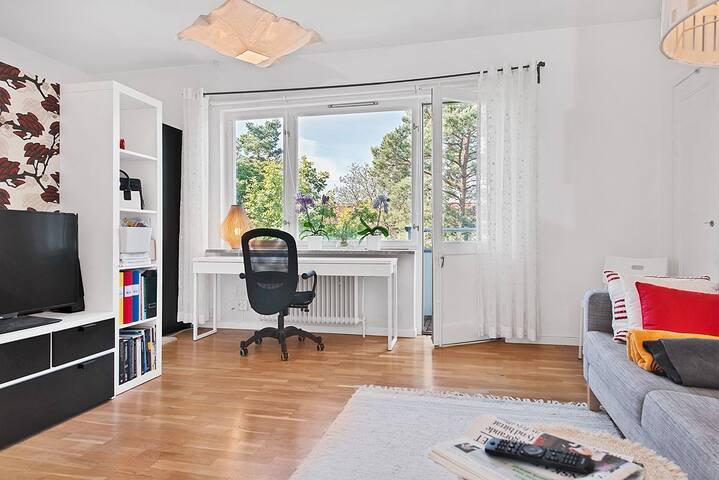Fin och lugnt lägenhet med balkon invid Alvik